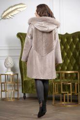 Женская дубленка в стиле бохо жемчужного цвета. Фото 1.