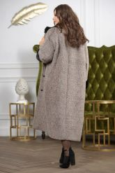 Женское пальто больших размеров с отделкой из меха норки. Фото 1.