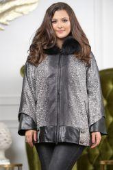 Женская замшевая куртка с капюшоном. Фото 4.