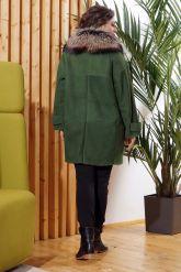 Женская дубленка зеленого цвета с воротником из меха лисы. Фото 1.