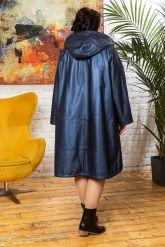 Женский кожаный плащ больших размеров со съемным капюшоном. Фото 1.