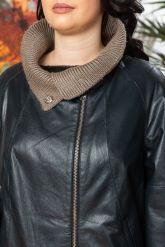 Женский кожаный плащ c трикотажной отделкой. Фото 3.