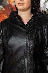 Женская кожаная куртка с капюшоном. Фото 2.