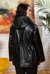 Женская кожаная куртка с капюшоном на кулиске. Фото 1.