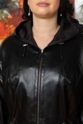 Женская кожаная куртка с капюшоном на кулиске. Фото 2.
