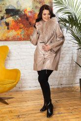 Удлиненная кожаная куртка с мехом енота. Фото 3.