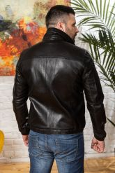 Мужская кожаная куртка на резинке черного цвета. Фото 1.