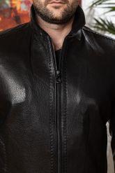 Мужская кожаная куртка на резинке черного цвета. Фото 2.