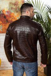 Мужская кожаная куртка коричневого цвета. Фото 1.