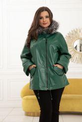 Женская кожаная куртка больших размеров лиственно-зеленого цвета. Фото 1.
