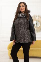 Демисезонная кожаная куртка с принтом питона. Фото 1.