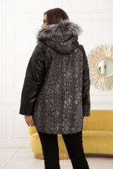 Демисезонная кожаная куртка с принтом питона. Фото 2.