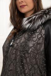 Демисезонная кожаная куртка с принтом питона. Фото 4.