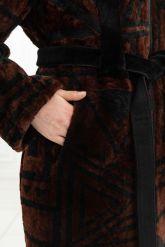 Эксклюзивное пальто из меха астраган - геометрия. Фото 3.