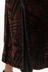 Эксклюзивное пальто из меха астраган - геометрия. Фото 4.