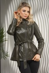 Женская куртка из натуральной кожи оливкового цвета весна 2021. Фото 7.