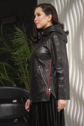 Женская кожаная куртка с капюшоном больших размеров. Фото 4.
