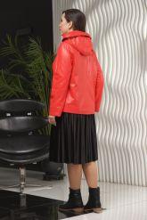 Красная кожаная куртка косуха с капюшоном. Фото 3.