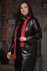 Кожаное пальто со съемным ярким шарфом. Фото 3.