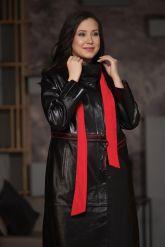 Кожаное пальто со съемным ярким шарфом. Фото 5.