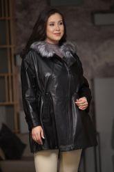 Удлиненная кожаная куртка больших размеров на кулиске. Фото 4.
