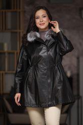 Удлиненная кожаная куртка больших размеров на кулиске. Фото 5.