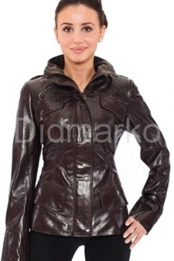Стильная кожаная куртка коричневого цвета
