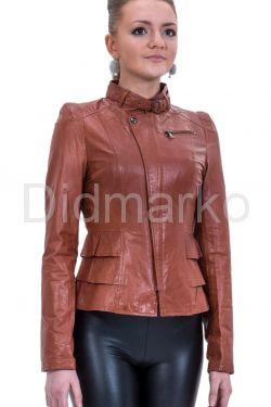 Кожаная куртка рыжего цвета