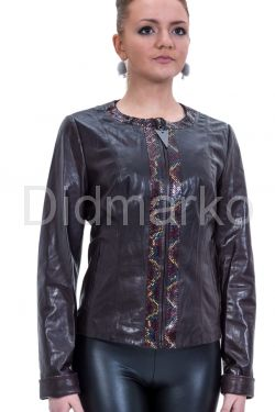 Весенняя кожаная куртка шоколадного цвета