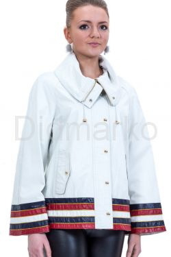 Весенняя кожаная куртка белого цвета