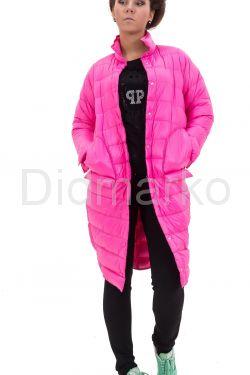 Современный облегченный пуховик розового цвета