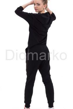 Молодежный спортивный костюм черного цвета с рисунком