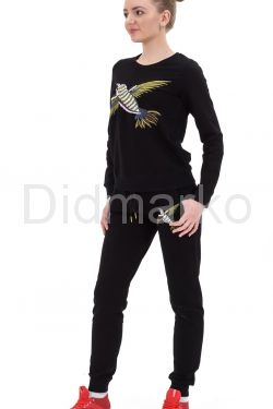 Гламурный спортивный костюм со стразами