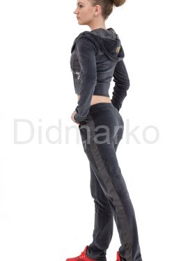 Стильный молодежный костюм серого цвета