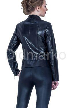 Женская кожаная куртка черного цвета