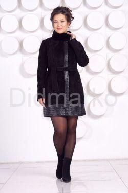 Оригинальное замшевое пальто с воротником из меха норки