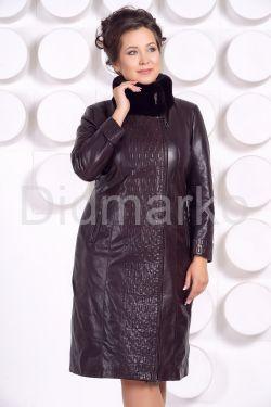 Стильное кожаное пальто больших размеров