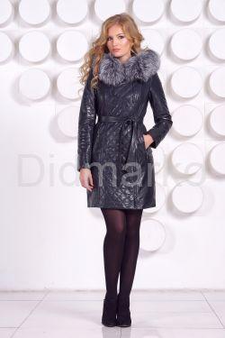 Синее кожаное пальто с капюшоном и мехом чернобурки