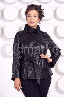 Демисезонная кожаная куртка с воротником из меха норки