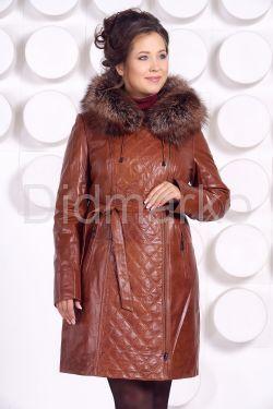 Рыжее кожаное пальто с капюшоном и мехом чернобурки