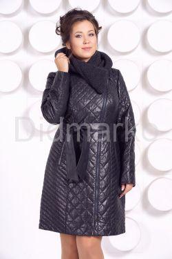 Стеганное пальто с капюшоном глубоко-синего цвета