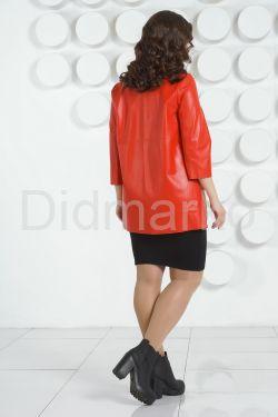 Кожаная куртка красного цвета на молнии
