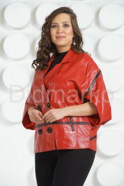 Весенняя кожаная куртка-жилет красного цвета