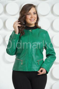 Весенняя кожаная куртка зеленого цвета