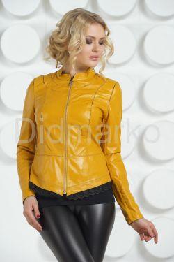 Модная кожаная куртка желтого цвета