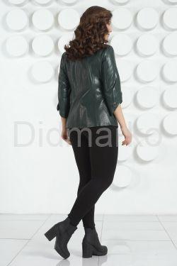 Приталенная кожаная куртка зеленого цвета