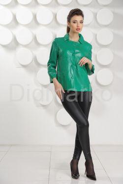 Модная женская куртка зеленого цвета