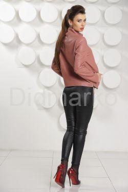 Женский кожаный бомбер цвета пудры