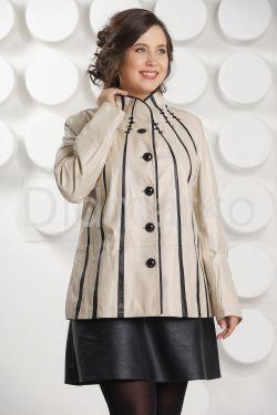 Светлая кожаная куртка с замшевыми вставками