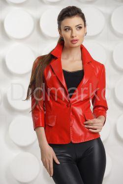 Кожаный пиджак красного цвета
